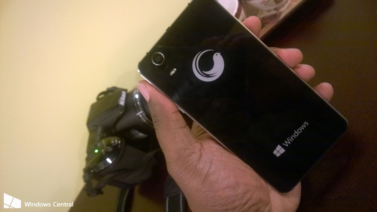WhartonBrooks apresenta o Cerulean Moment, seu smartphone com Windows 10 Mobile para o mercado brasileiro, veja: