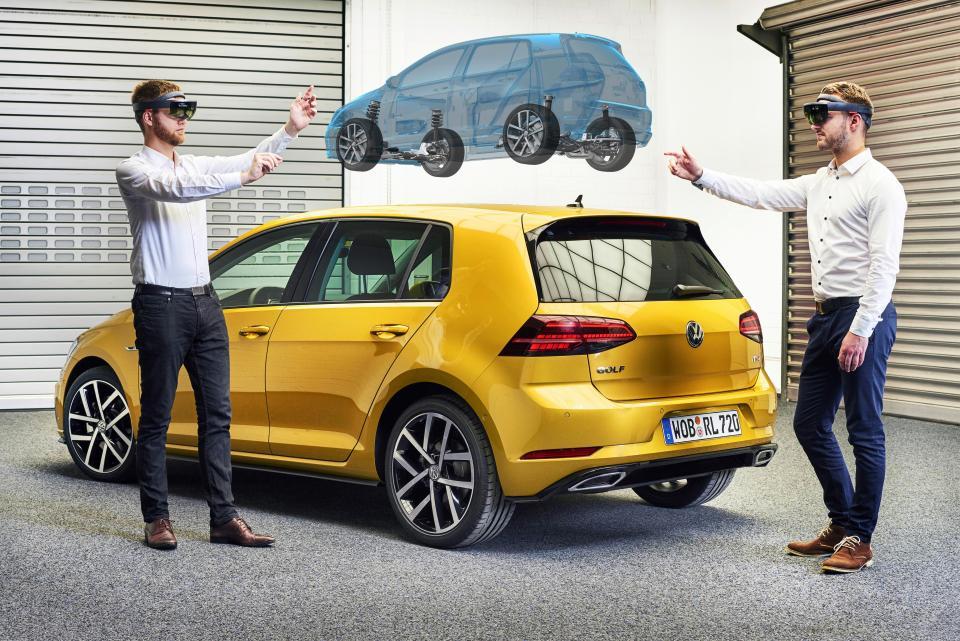A Volkswagen está usando HoloLens da Microsoft para projetar seus futuros carros, veja: