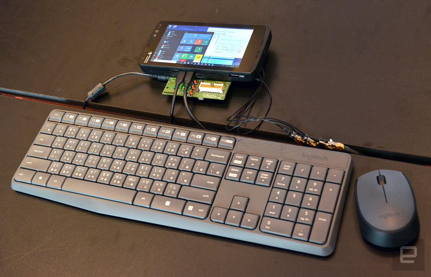 Qualcomm apresenta protótipo de smartphone com o Windows 10 S e processador Snapdragon 835